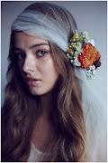 FROM: GRAYLIKESWEDDINGS.COM; PHOTO BY: AMELIA LYON (wianki å›lubne fryzury å›lubne kwiatami kwiaty we wå'osach upiä™cia wå'osã³w kwiatami )