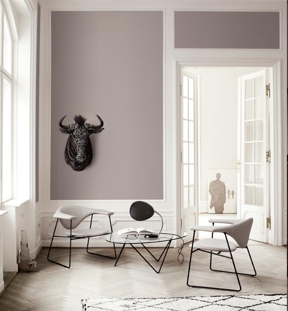 Cobra Tischleuchte von Greta M. Grossman mit Masculo Chair von GamFratesi und Pedrera Tisch von Joachim Ruiz Millet, Gubi