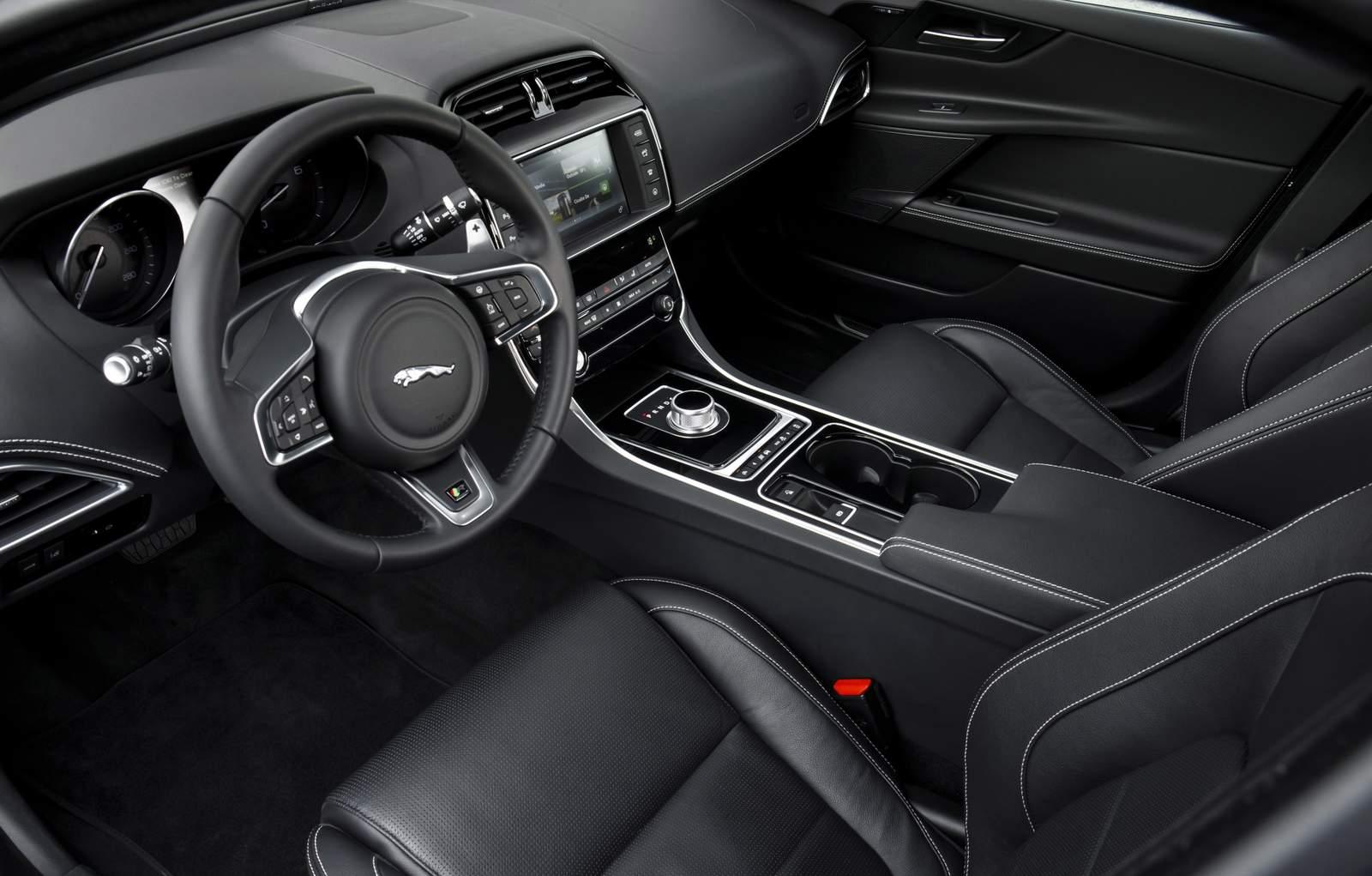 Jaguar XE - concorrente do BMW Série 3 - Brasil