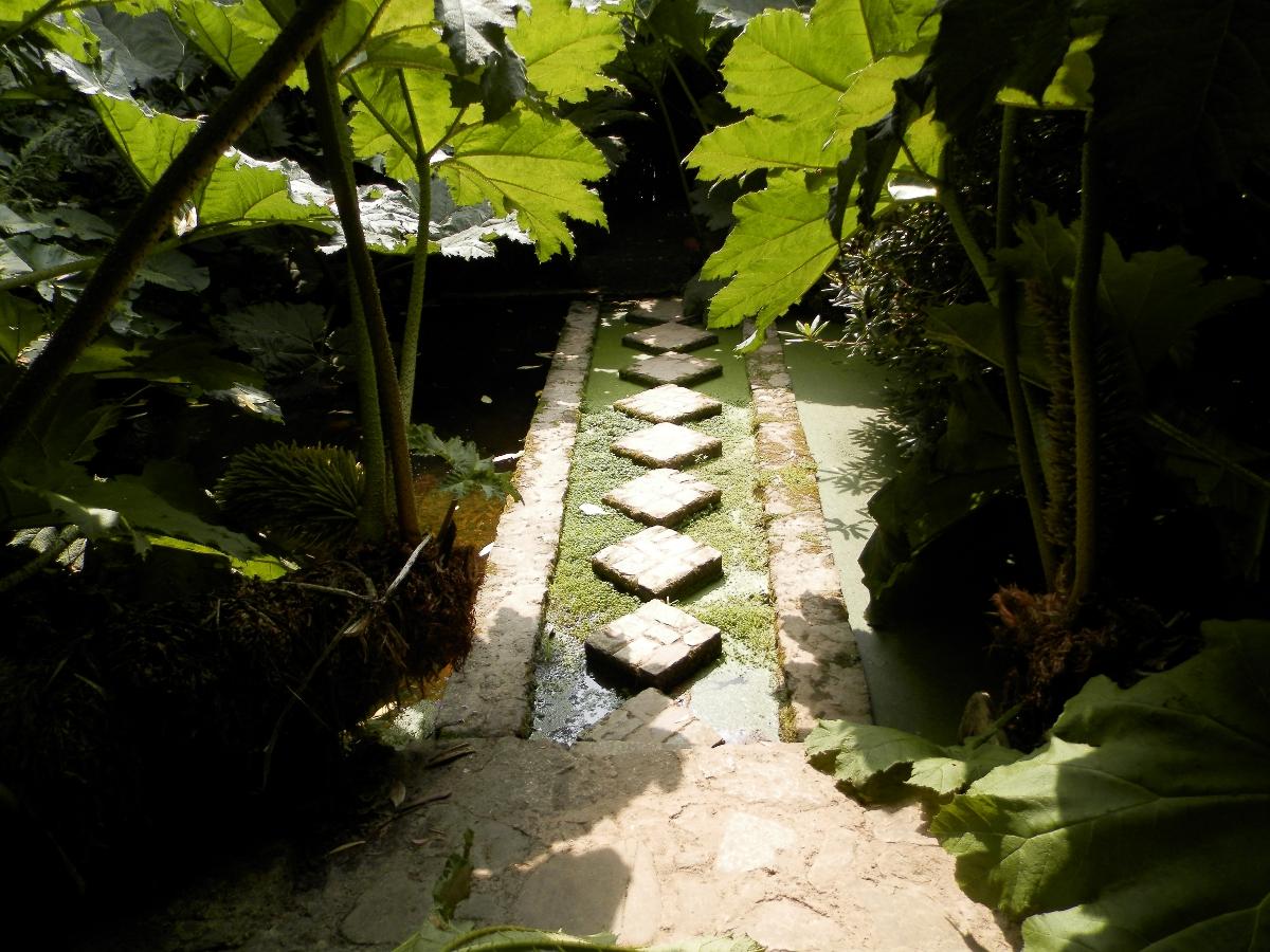 A corner of france jardin de kerdalo for Jardin kerdalo