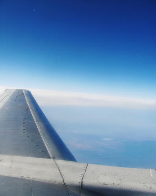 Серп Луны над крылом Боинг-737