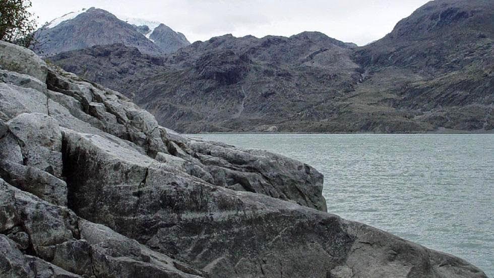 Las huellas del cambio climático en Alaska durante más de 100 años Muir+Inlet+(2003)+-+Photos+of+Alaska+Then+And+Now.+This+is+A+Get+Ready+to+Be+Shocked+When+You+See+What+it+Looks+Like+Now.