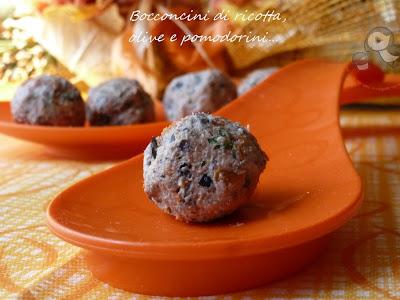 bocconcini di ricotta, olive e pomodori secchi.....un velocissimo finger food per cominciare la settimana con il