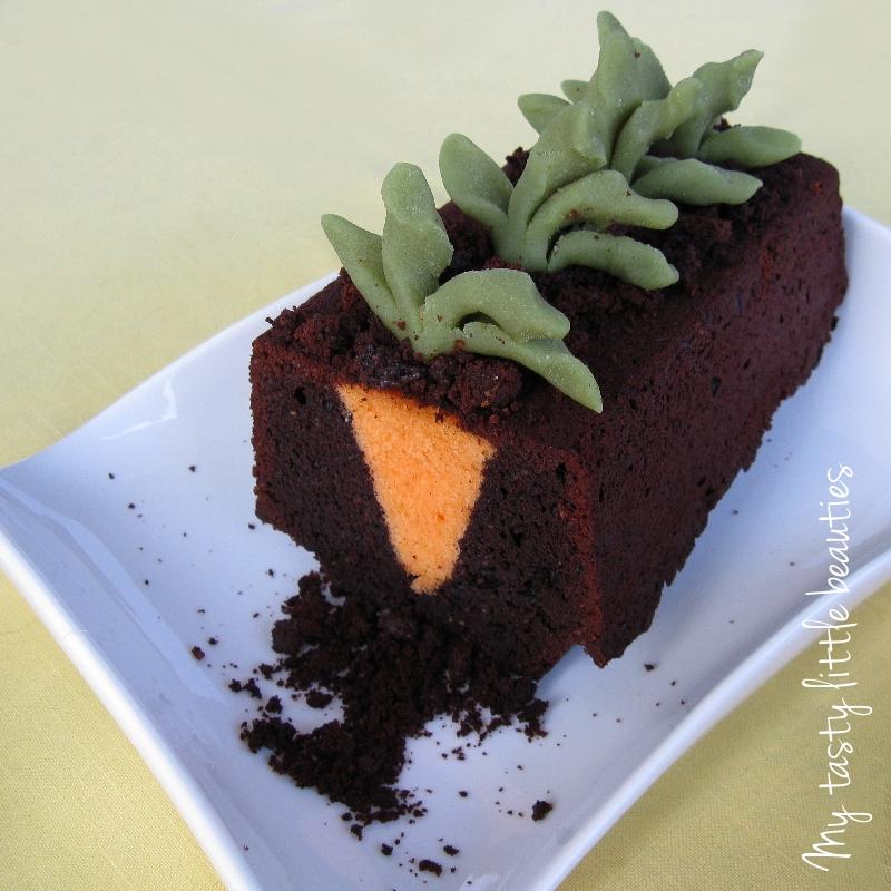 Kuchen mit eingebackenem Karottenmotiv