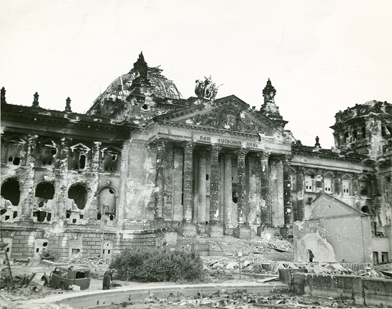 36 Amazing Historical Pictures. #9 Is Unbelievable - This picture of the Reichstag was taken after the end of the war, and shows the extent to which the building was damaged.