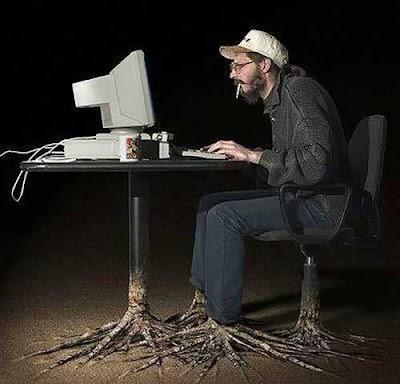 фото человека за компьютером взято где то в интернете