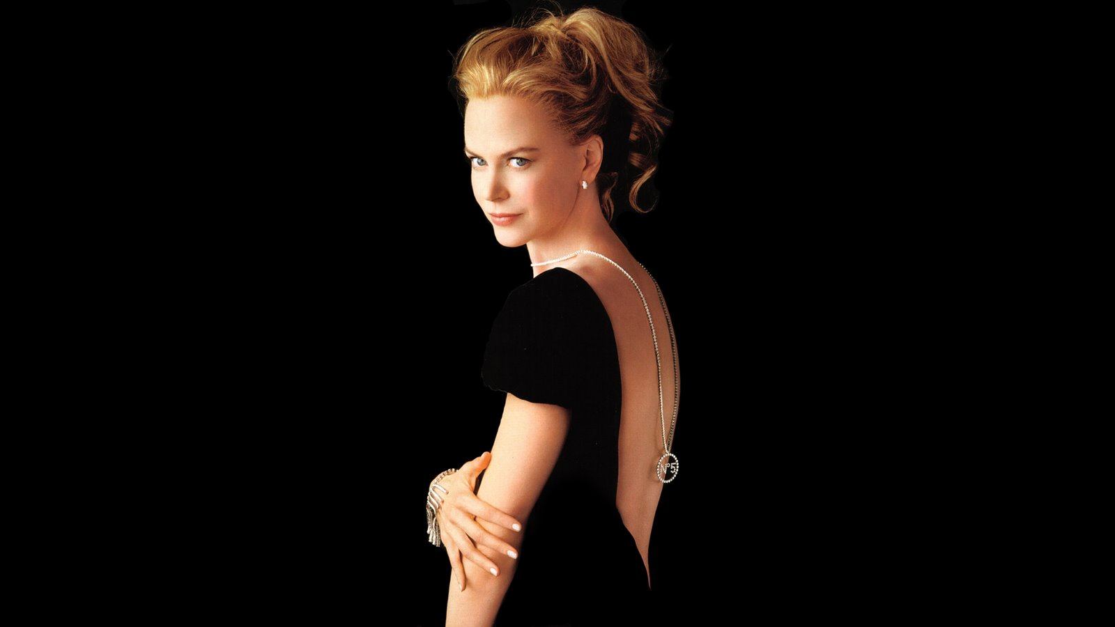 http://1.bp.blogspot.com/-DfLtyozvlc0/UEd5Gsacn1I/AAAAAAAAAnw/Zf5ITrHg6uw/s1600/Nicole+Kidman+Presents+Chanel+No.+5+by+Chanel+for+Women+2.jpg