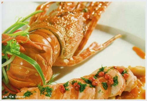 Enjoy Lobsters When Visiting Halong Bay