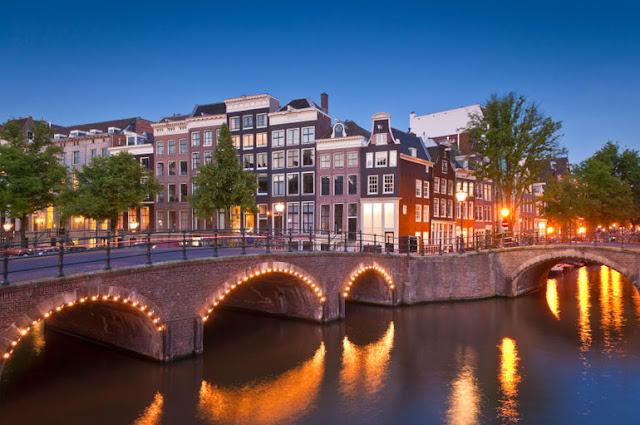 ve may bay di amsterdam gia re - Kênh đào ở Amsterdam