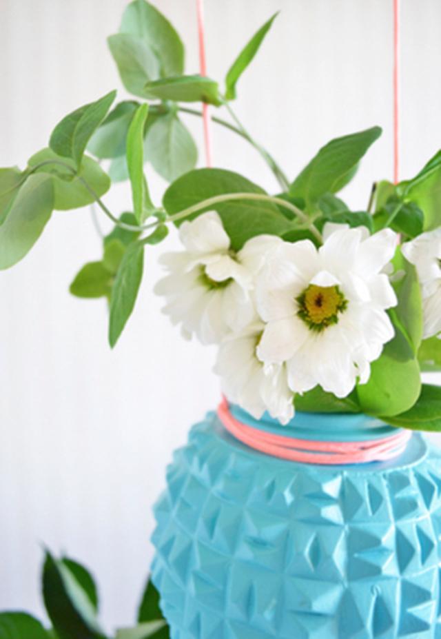 Arranjo-florido-feito-com-luminária