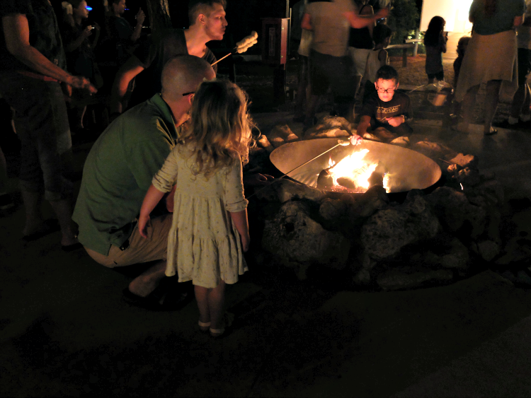 Walt Disney World, Fort Wilderness Campgrounds, Chip and Dale's Campfire Sing-a-long