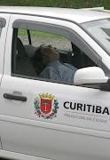 Prefeitura de Curitiba em ação. As 16h do dia 20/09/2001. detalhe no .