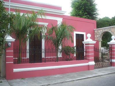 fachada color rosa