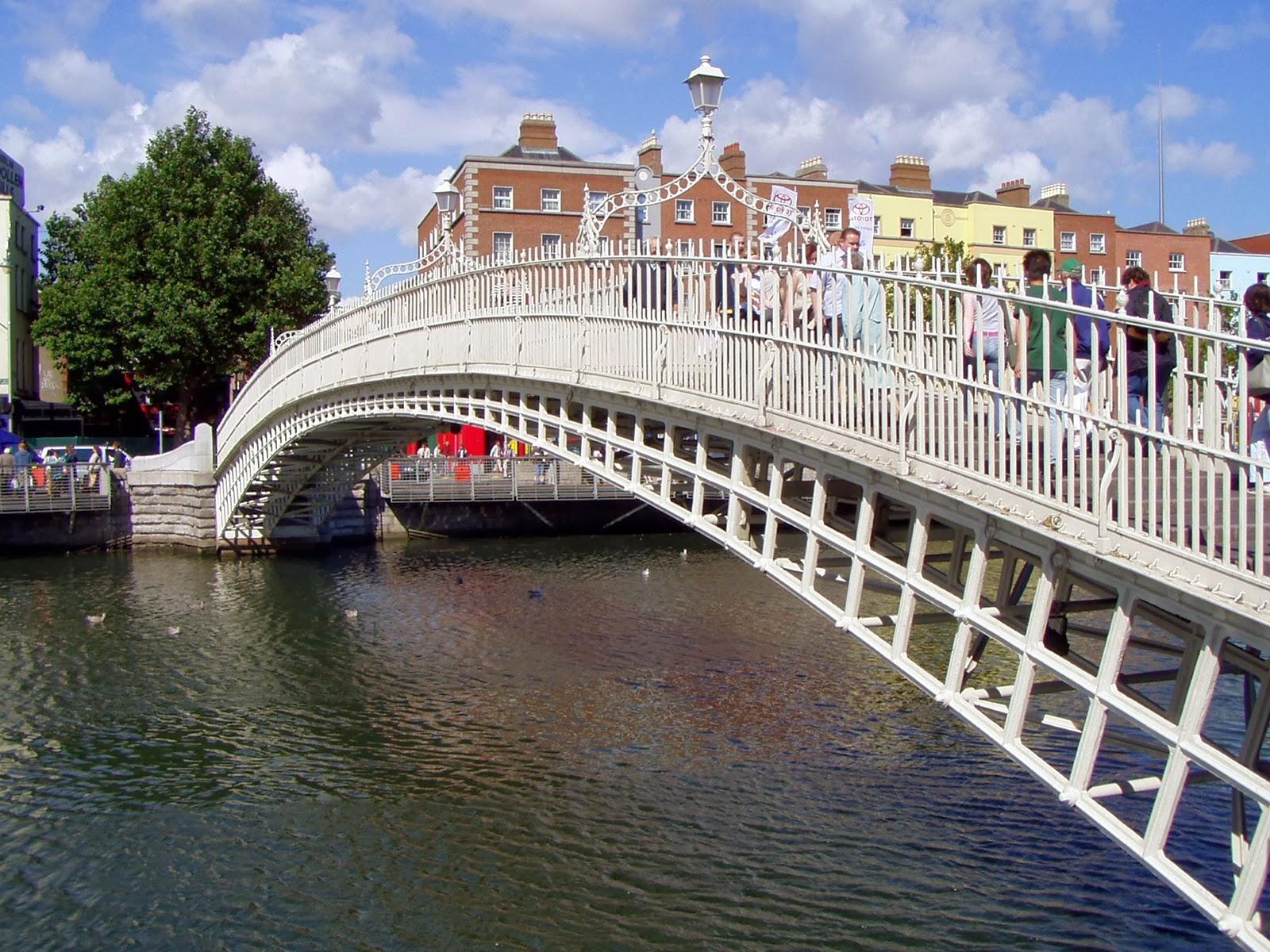 Half Penny Bridge. Guía de viaje de Dublín. Tu Maleta.