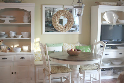 Kitchen eating nook via www.goldenboysandme.com