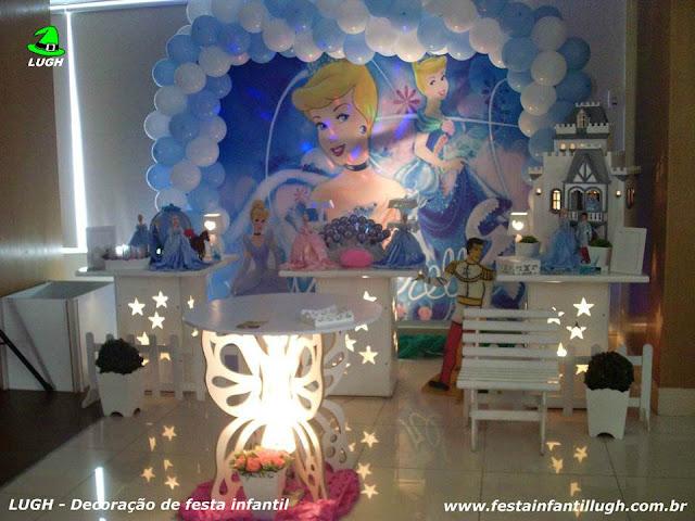 Tema Cinderela para festa de aniversário infantil de meninas em mesas decoradas provençal