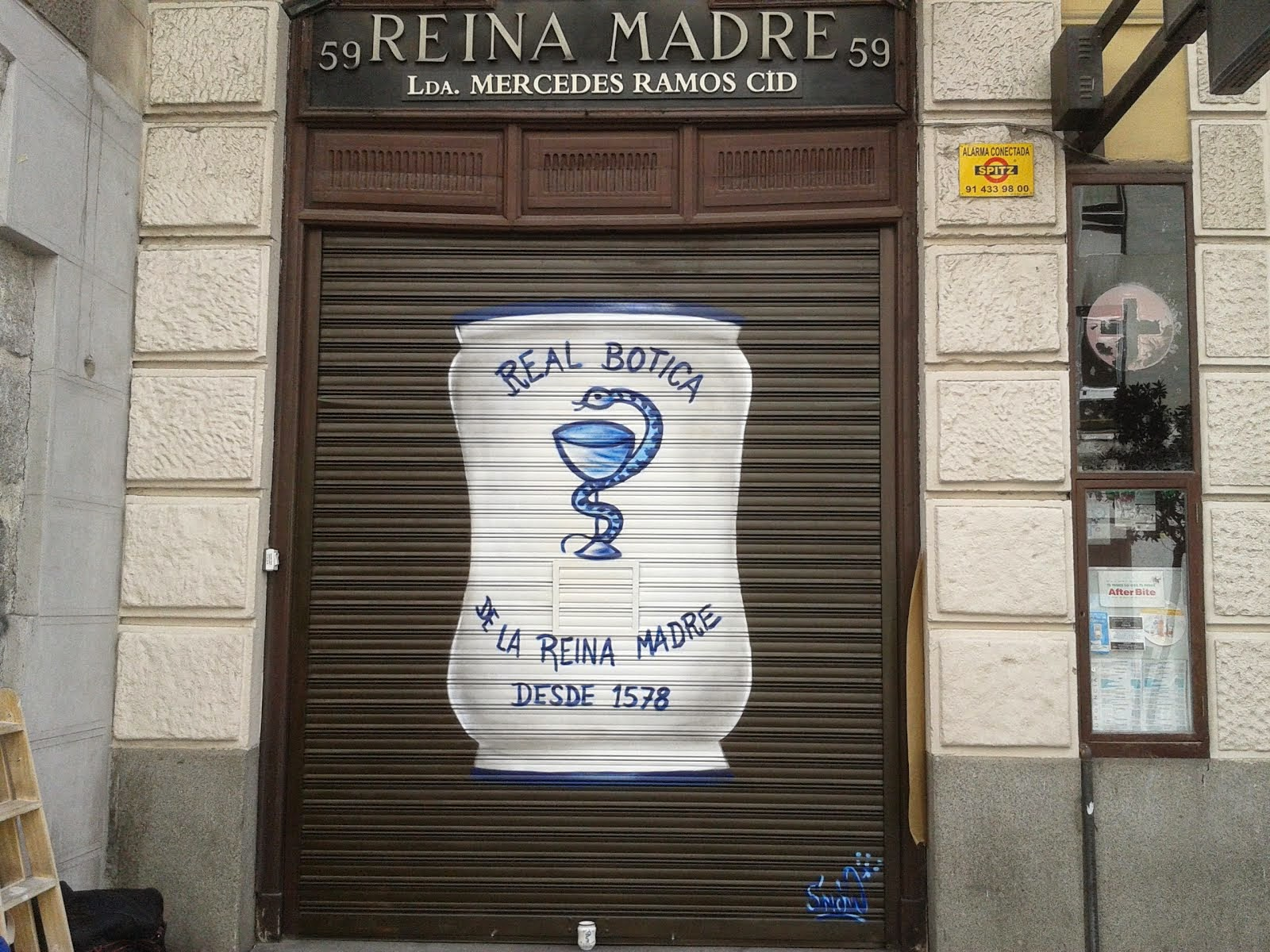 cierre farmacia mas antigua de madrid