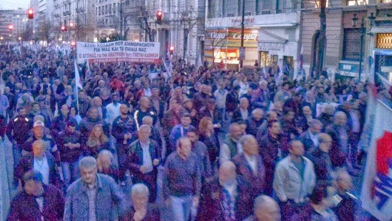Μαζική η διαδήλωση του ΠΑΜΕ στην αστυνομοκρατούμενη Αθήνα