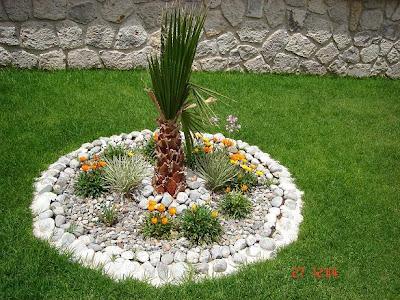 Decoraci n minimalista y contempor nea agosto 2011 for Decoracion de patios con piedras y plantas
