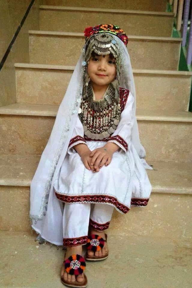 pic of hazara girls
