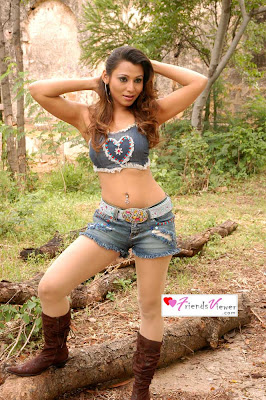 Extremely hot actress Naina spreads her milky legs and shows to camera