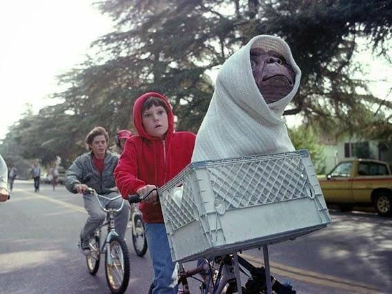 'E.T' vuelve al cine para ayudar en la investigación del Alzheimer. MÁS CINE. Making Of. Noticias
