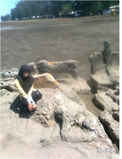 Batu Malin Kundang, Pantai Air manis, N-154, Air Manis Beach