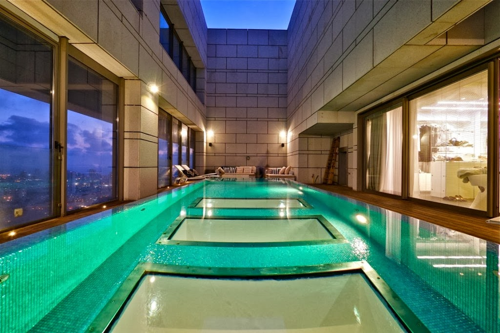 Luxury life design living in the sky the stylish sky for Private swimming pool