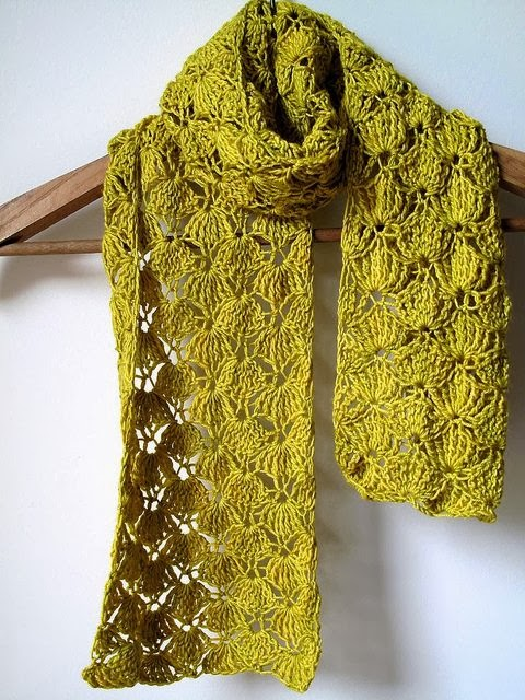 http://www.oneflewover-oneflewover.com/2011/04/wasabi-squeeze-scarf.html