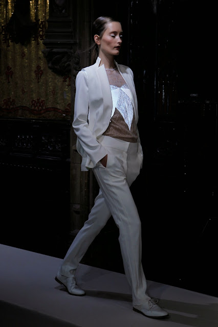 Anne-Valerie-Hash, AVH, spring-summer, printemps-ete, fashion, mode, fashion-woman, mode-femme, womenswear, garde-robe, dressing, pfw, paris-fashion-week, fashion-paris, paris-fashion-week, streetstyle, streetlook, vogue, grazia, Fabrice-Laroche, Alex-Box, du-dessin-aux-podiums, sporty-chic, sweat, elegance, codes-vestiaire, féminine