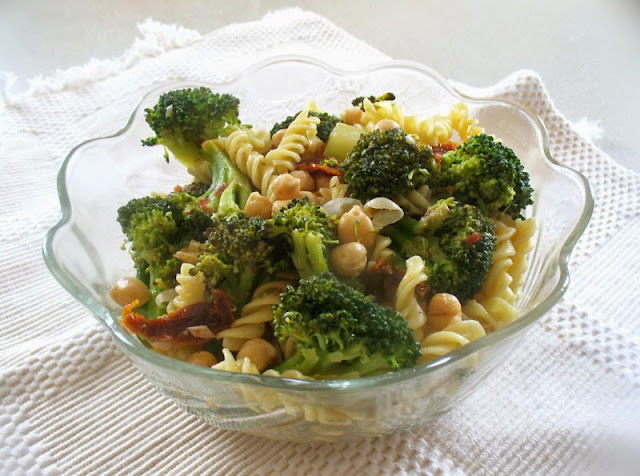 pasta with broccoli and chickpeas