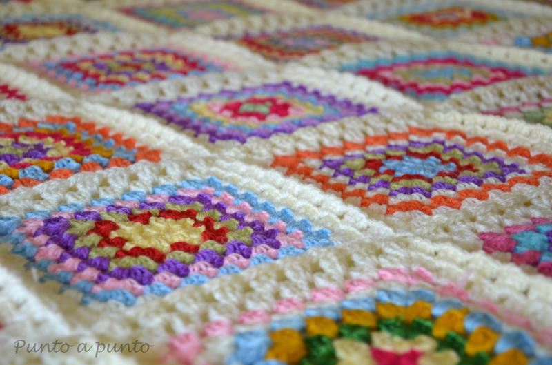 Entre lanas y tramas: {Crochet} Granny Square Blanket o La manta de ...
