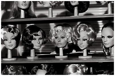 http://pleasurephotoroom.wordpress.com/2013/10/26/archivio-secchiaroli-sophia-loren/