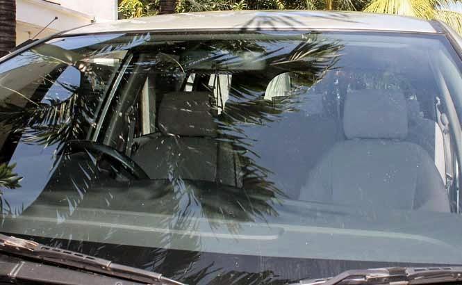 kaca mobil bersih berkilau