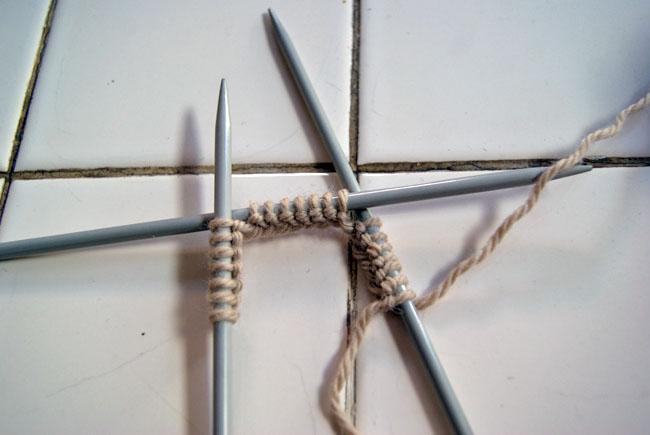 Placer mailles pour tricoter en rond sur des aiguilles à deux pointes