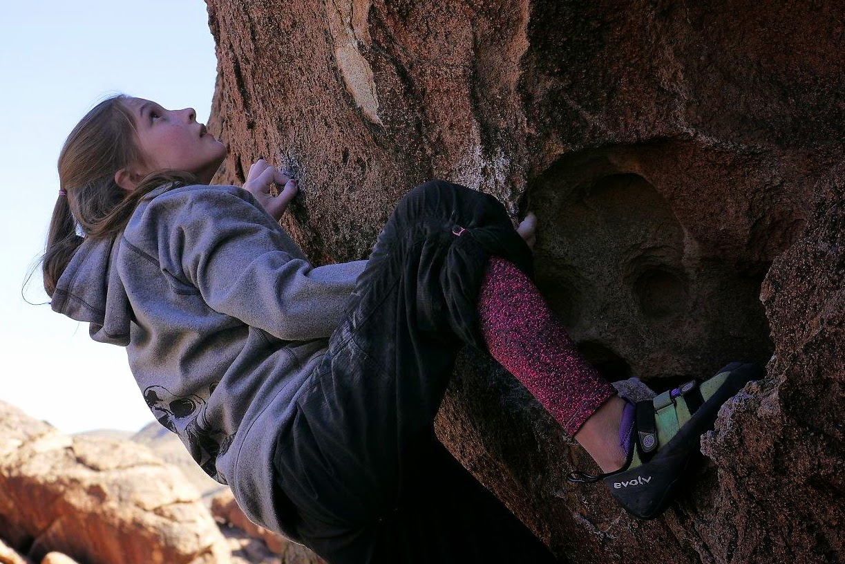 www.boulderingonline.pl Rock climbing and bouldering pictures and news Sendings Sisters: Ashleigh Kazor