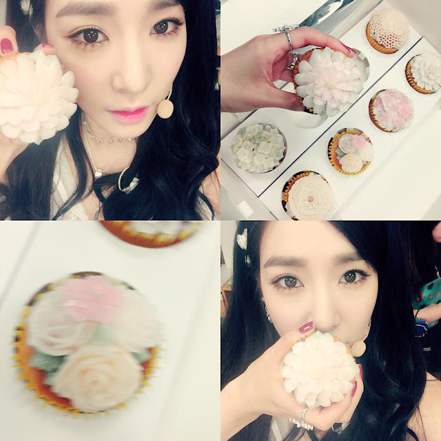 snsds taeyeon and tiffany posed for a set of cute selca
