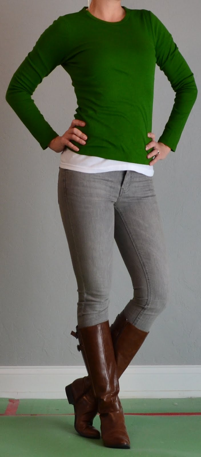 Outfit posts green shirt grey jeans brown boots | Outfit Posts