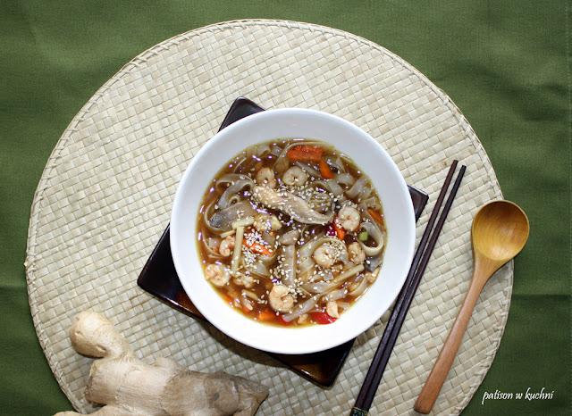 Tajska zupa z krewetkami.