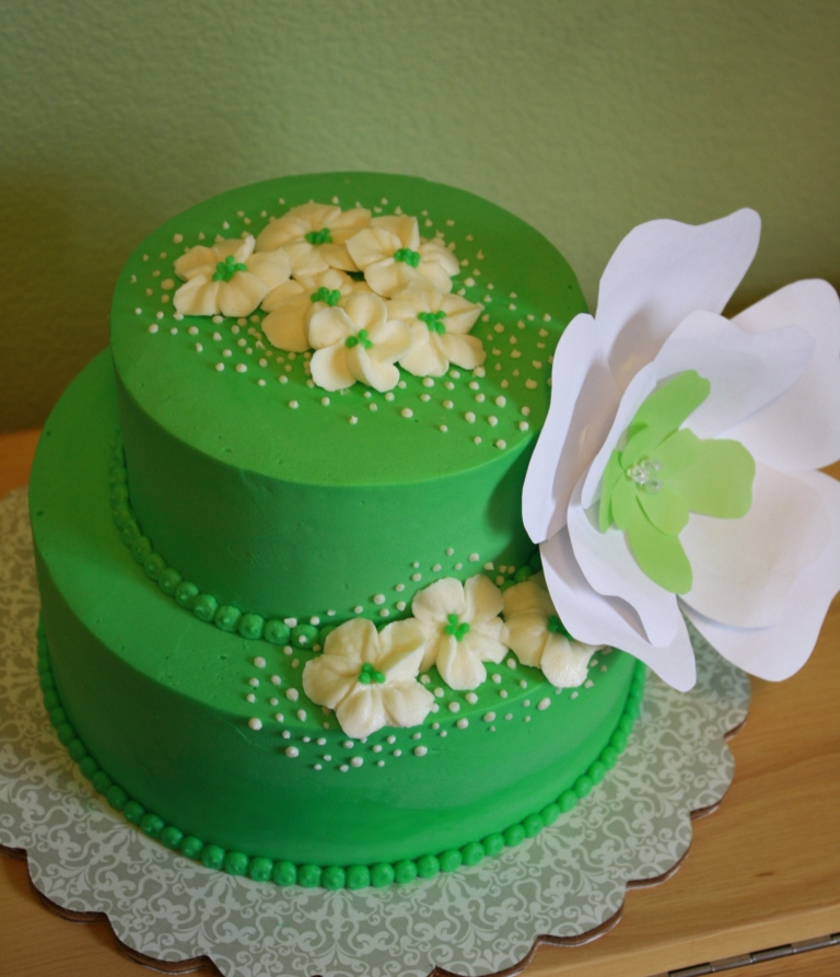 Party Cakes: Green and White Blossoms Cake