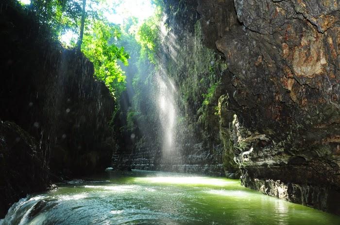 keindahan lokasi utama green canyon