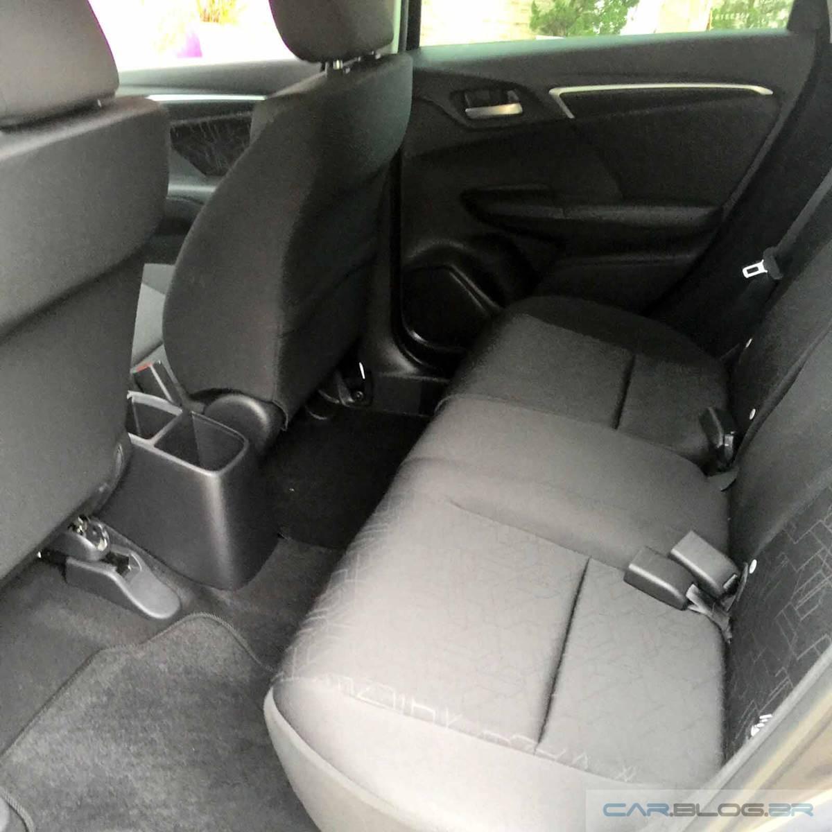 Honda FIT EX 2016 - teste de longa duração - espaço traseiro