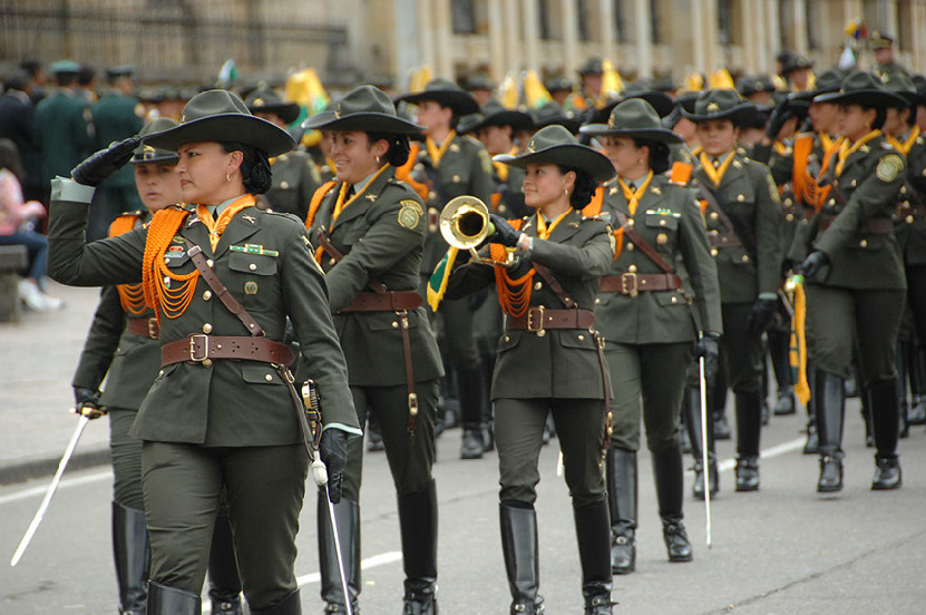 destacamento femenino de la policía nacional banda de guerra de