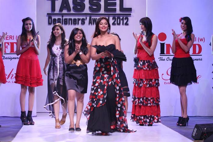neetu chandra at the tel designers awards 2012 by inifd. cute stills