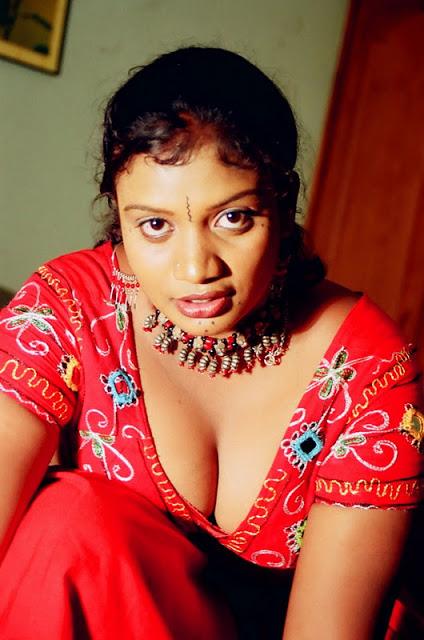 Glamorous girls: Hot Telugu Aunty Mallika Masala Pics