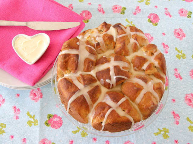 Vegan Apple and Cinnamon Pull Apart Hot Cross Buns with Maple Icing