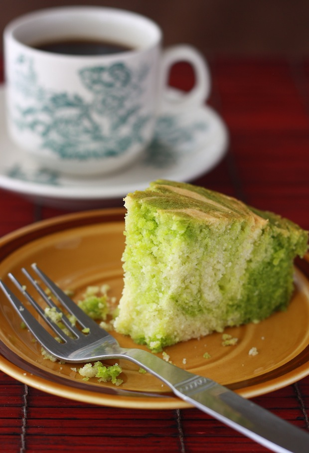 Pandan Vanilla Marble Cake recipe by SeasonWithSpice.com
