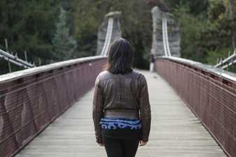 Caminar por un puente