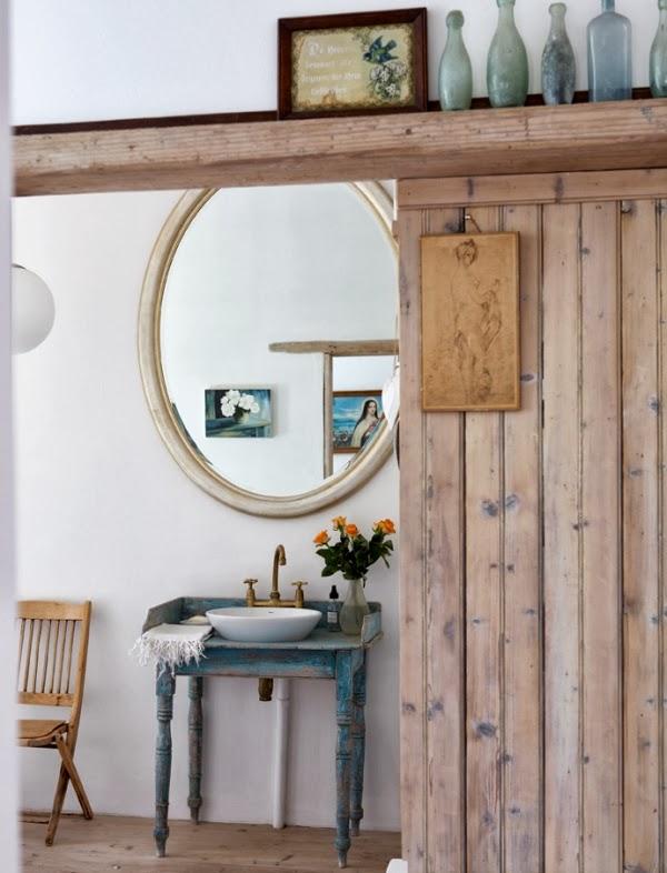 viejo mueble reciclado para baño rustico