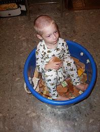 Snoopy Baby Bucket